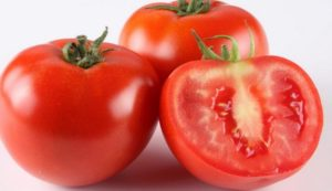 face pack with tomato-for-removing-dirt-from-skin